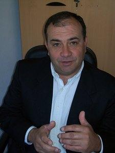 20110110042331-luis.jpg